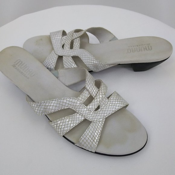 Munro Womens 9N Sandals Silver Leather Slip On Open Toe
